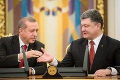 Recep Tayyip Erdogan och Petro Poroshenko Fotografering för Bildbyråer