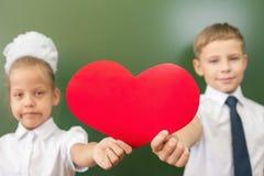 Recepción de nuevo a escuela con amor de niños Foto de archivo