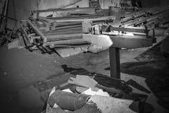 Recepción del pedazo de metal ferroso en las escalas imágenes de archivo libres de regalías