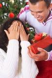 Recepción del regalo de Navidad Fotos de archivo