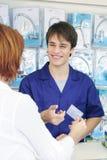Recepción del vendedor de las ventas de la tarjeta de crédito, vertical Foto de archivo libre de regalías