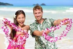 Recepción a Hawaii - gente hawaiana que muestra leus Imágenes de archivo libres de regalías