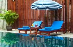 Recepción y piscina del hotel tailandés Imágenes de archivo libres de regalías