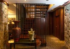 Recepción y piscina del hotel tailandés Fotografía de archivo libre de regalías
