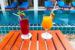Recepción y piscina del hotel tailandés Fotos de archivo libres de regalías