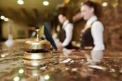 Recepción del hotel con la campana Imagen de archivo