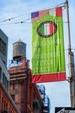 Recepción a la pequeña bandera histórica de Italia en poca Italia NYC Fotos de archivo