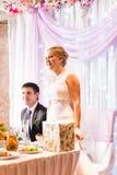 Recepción nupcial de Enjoying Meal At de novia y del novio Fotografía de archivo libre de regalías