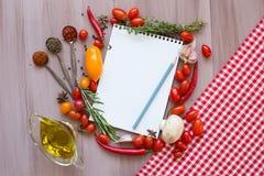 Recept bokar Bakgrund av nya grönsaker Royaltyfri Fotografi