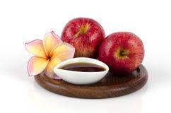 Recept för framsidamaskering med rosa sund hud som är sund med det naturlig äpplet och honung. arkivbilder