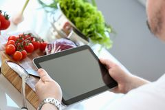 Recept för kockTablet Showing Organic grönsak royaltyfri fotografi