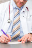 Recept för läkarundersökning för barndoktorshandstil Arkivfoto