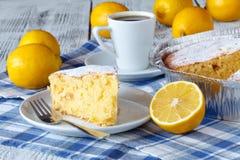 Recept voor citroenpastei Voorbereiding van de cake met ingrediënten royalty-vrije stock afbeelding