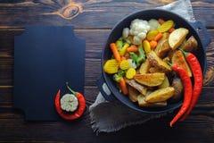 Recept voor rustiek voedsel op een houten achtergrond Ruimte voor recept stock fotografie