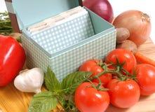 Receptendoos met ingrediënten voor spaghetti Stock Foto