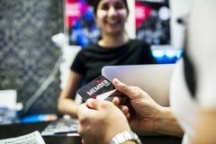Receptionist för indier för konditionmedlemskapkort arkivbild