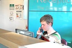 Receptionist occupato immagine stock libera da diritti