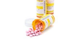 Receptläkarbehandling i apotekpreventivpillersmå medicinflaskor Arkivbild