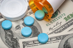 Receptmedicin och pengar Royaltyfria Bilder