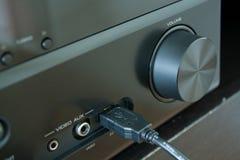 Receptor AV con el cable del USB insertado fotos de archivo
