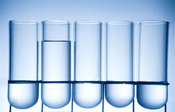 Receptor da química em um ambiance do laboratório foto de stock royalty free