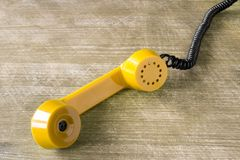 Receptor de telefone amarelo Fotografia de Stock Royalty Free