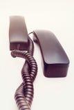 Receptor de teléfono con el cable en el fondo blanco Imagenes de archivo