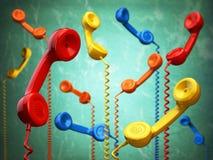 Receptores de Telehone das cores diferentes que penduram na parte traseira do verde Foto de Stock Royalty Free