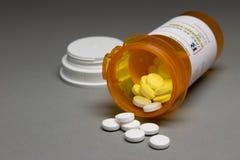 Receptpreventivpillerar som är horisontal Fotografering för Bildbyråer