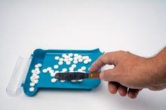 Recepturowa lekarstwo pigułka Sortuje, Liczy i Wypełnia, rozkaz z ręką zdjęcie stock