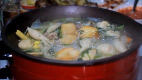 Receta caliente tailandesa del pote de Sukiyaki almacen de metraje de vídeo