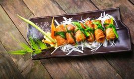 Receta coreana para el rollo del arroz de la alga marina de Kimbap Imágenes de archivo libres de regalías