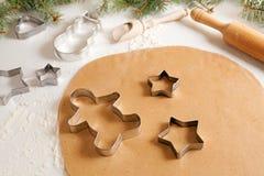 Receta de la preparación de la pasta de las galletas del pan de jengibre con Imagen de archivo libre de regalías