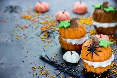 Receta para los niños - magdalena de Halloween de la calabaza Imagen de archivo