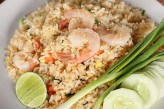 Recette de riz frit avec la crevette, cuisine asiatique Photo stock