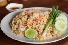 Recette de riz frit avec la crevette, cuisine asiatique Photographie stock