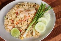 Recette de riz frit avec la crevette, cuisine asiatique Images stock
