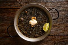 Recette noire de Paella de riz pour deux d'Espagne Image stock