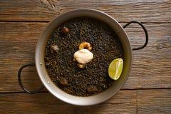 Recette noire de Paella de riz pour deux d'Espagne Images libres de droits