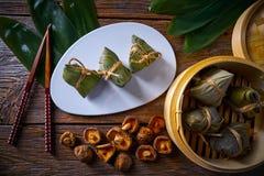Recette visqueuse de boulettes de riz collant de Zongzi Photographie stock