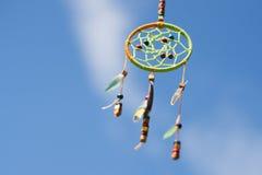 Receveur rêveur dans le vent contre le ciel, foyer sélectif Image stock
