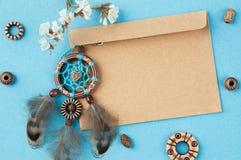 Receveur rêveur fait main et enveloppe de papier d'emballage Images libres de droits