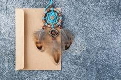 Receveur rêveur fait main et enveloppe de papier d'emballage Image stock