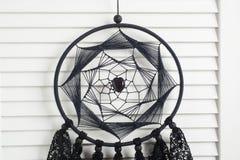 Receveur rêveur noir avec les napperons à crochet Photos stock