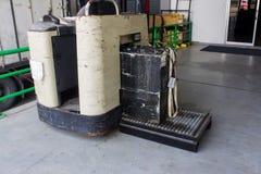 Recharge électrique pour le chariot élévateur, le chargeur de batterie et le convoyeur Images libres de droits