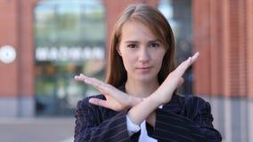 Rechazando, teniendo aversión gesto de la mujer de negocios almacen de video
