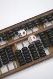 Rechenmaschine und Würfel Stockbilder