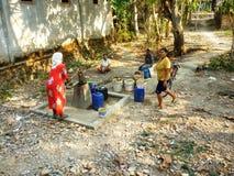 Recherchant l'eau due à la sécheresse Photographie stock libre de droits