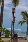 Recherchant la statue de raison chez Puerto Vallarta, le Mexique image stock