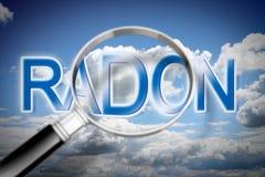 Recherchant le gaz de radon de danger sur l'air - image de concept avec le ciel, le texte et la loupe illustration de vecteur